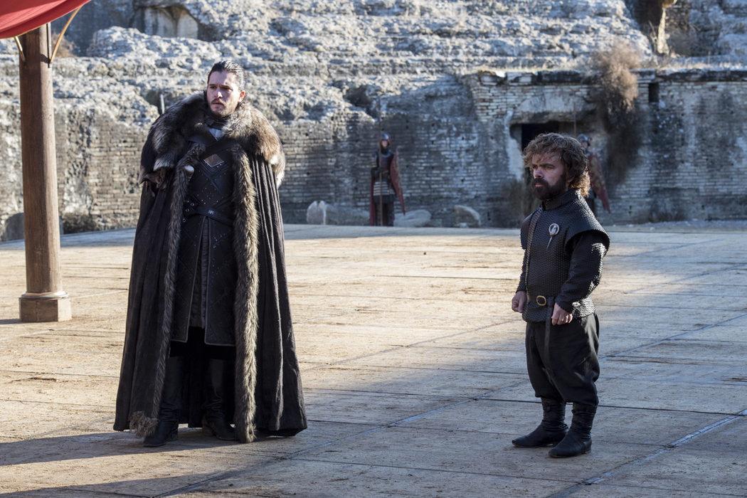 Jon Snow y Tyrion visitando a los Lannister