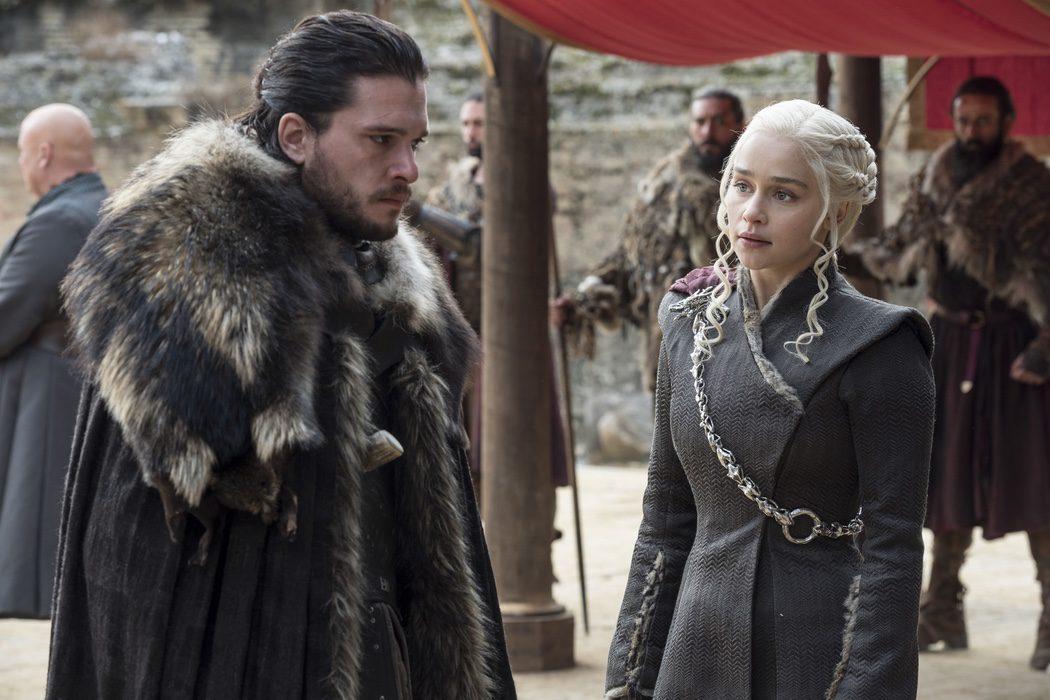 Daenerys y Jon Snow en un momento algo tenso