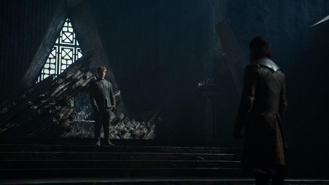 Theon y Jon Snow en el gran salón de Rocadragón