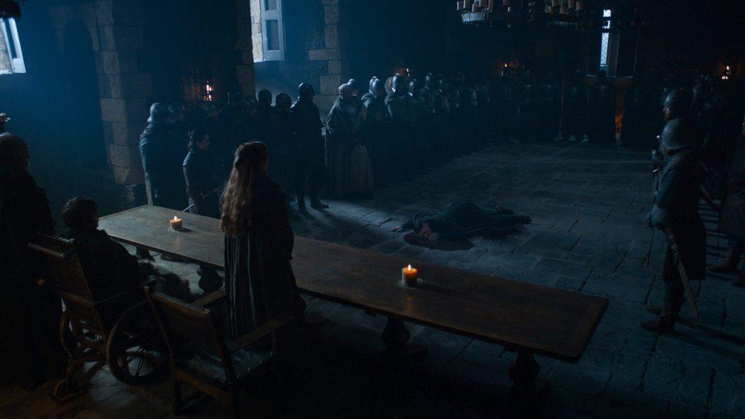 Meñique degollado en el gran salón de Invernalia