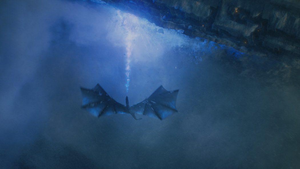 Viserion destilando fuego azul contra el Muro