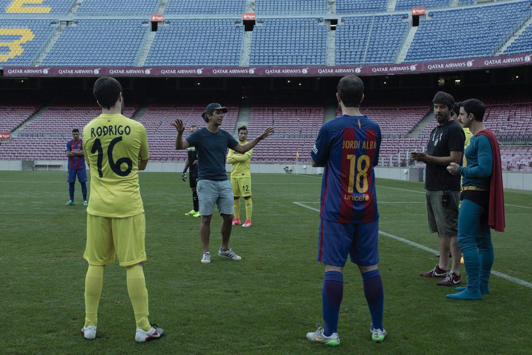 Un equipo visitante se enfrenta al FC Barcelona