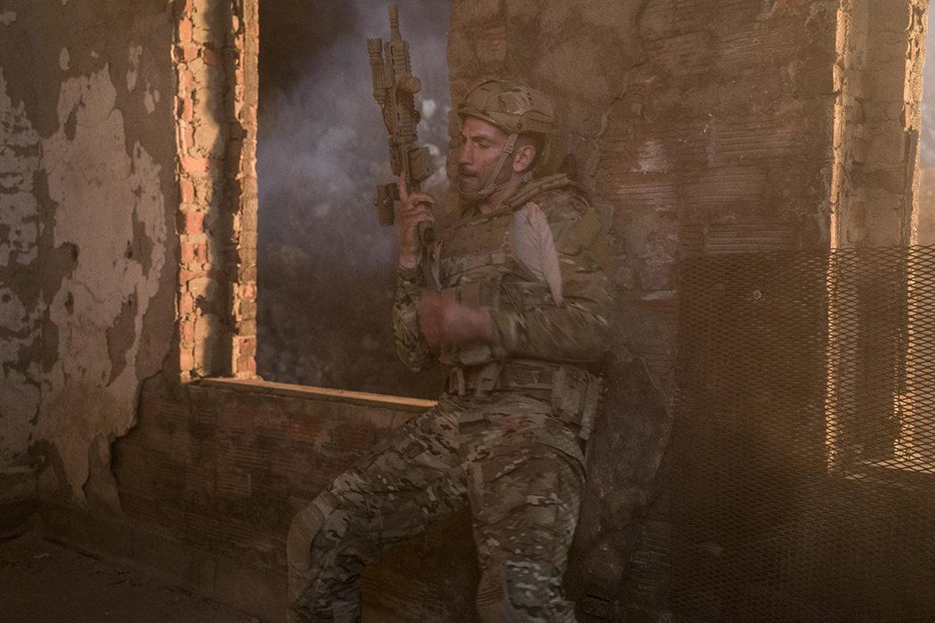 Frank Castle vestido de militar