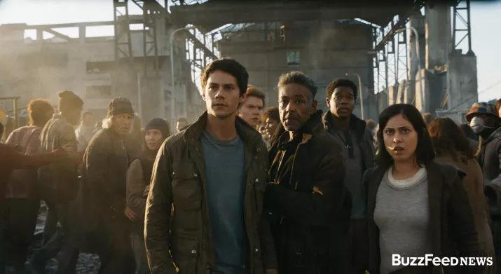 Thomas junto al resto de personajes de la película