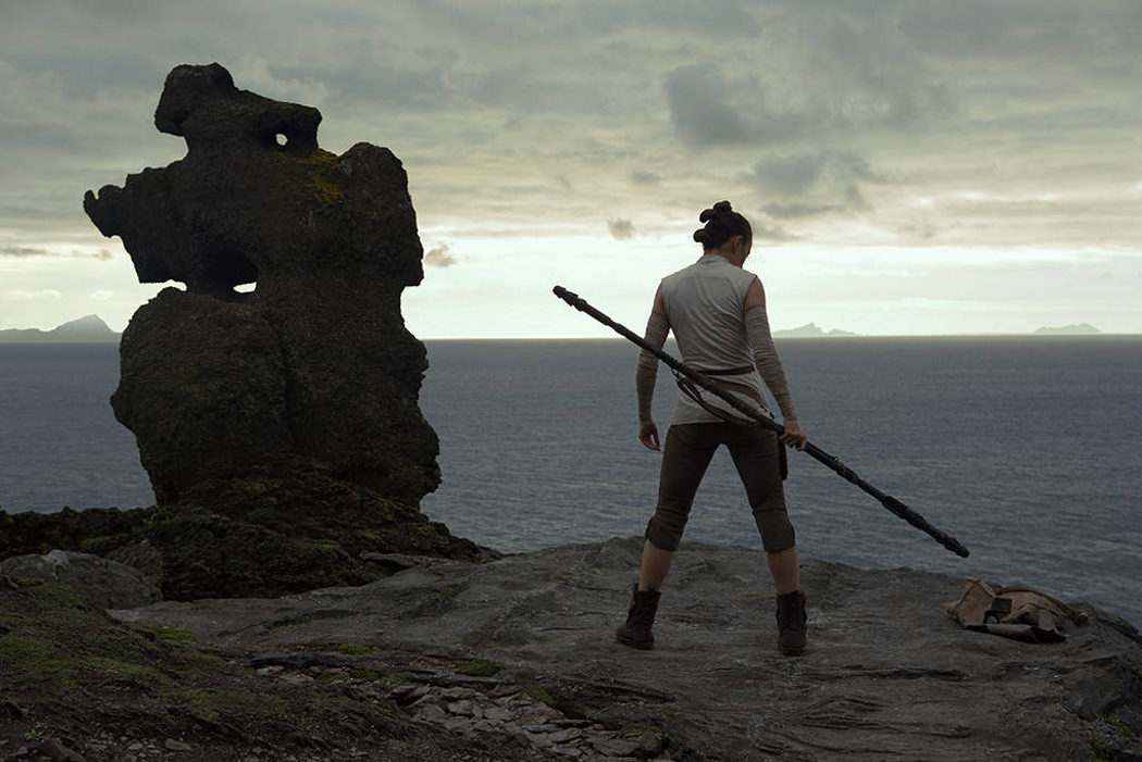 Rey observa el horizonte