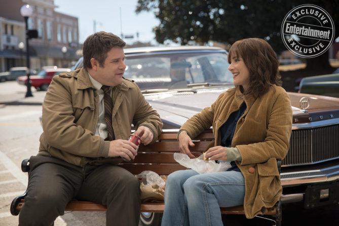 Sean Astin como Bob Newby y Winona Ryder como Joyce Byers