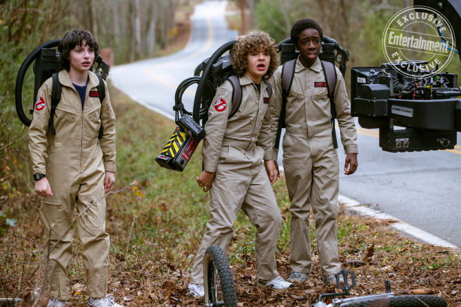 Finn Wolfhard como Mike Wheeler, Gaten Matarazzo como Dustin Henderson y Caleb McLaughlin como Lucas Sinclair