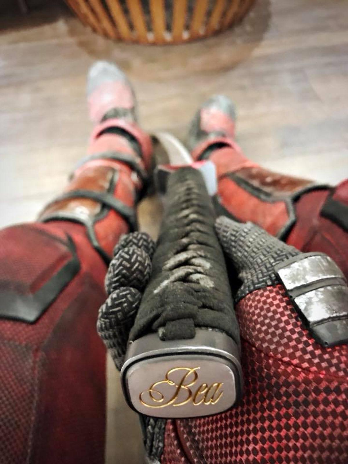 La katana de Deadpool con el nombre de 'Bea' inscrito