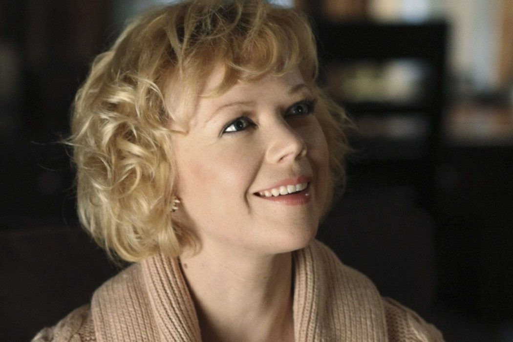 Beth Young (Emily Bergl)
