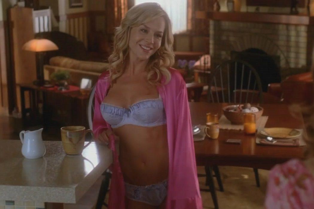 Robin Gallagher (Julie Benz)
