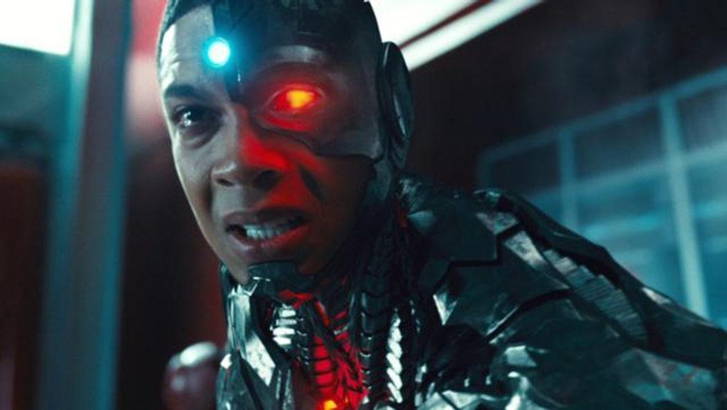 Cyborg muere intentando separar las Cajas Madre
