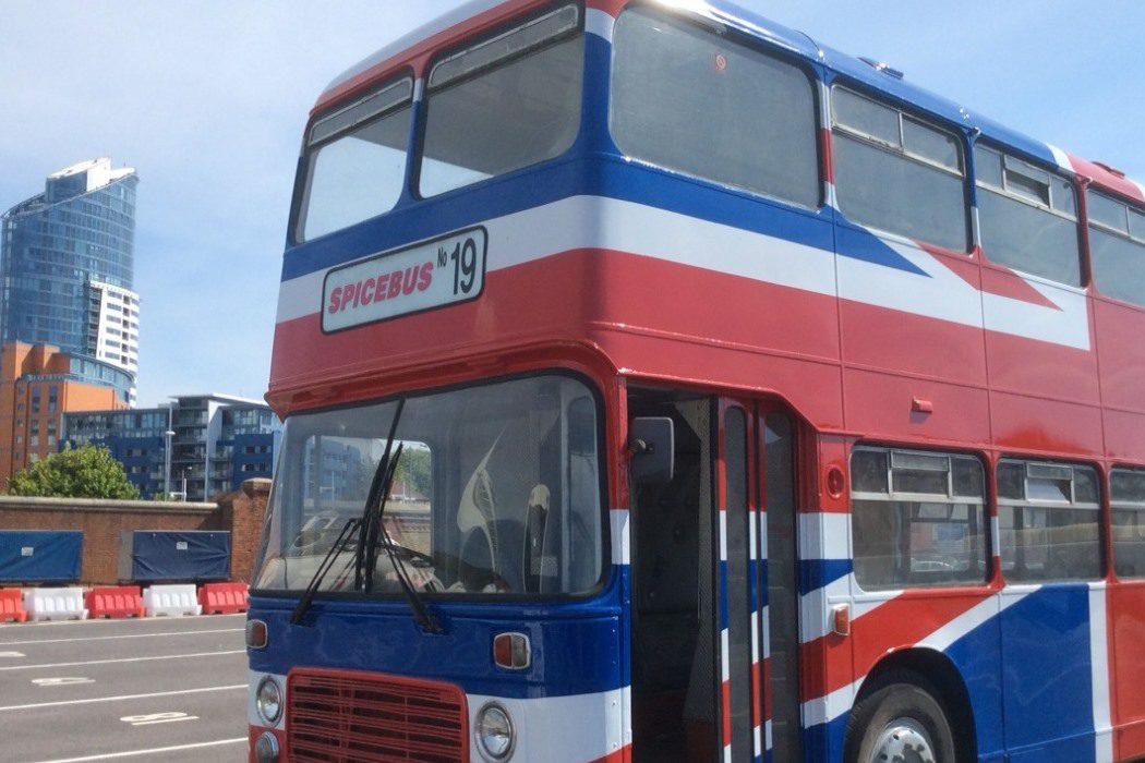 Autobús ilustre