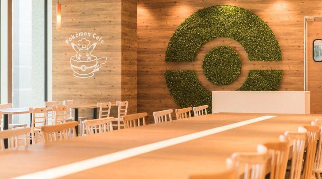 Interior del Pokémon Café de Tokio