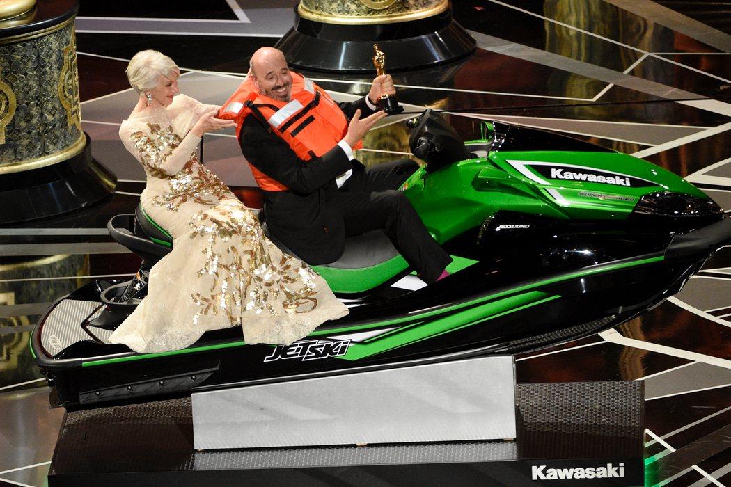 La moto de agua y la entrada triunfal del ganador