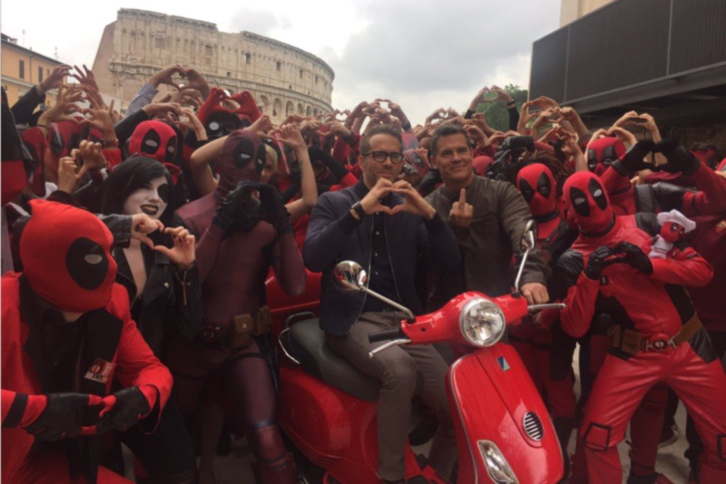 De paseo por la ciudad eterna con una bandada de Deadpools
