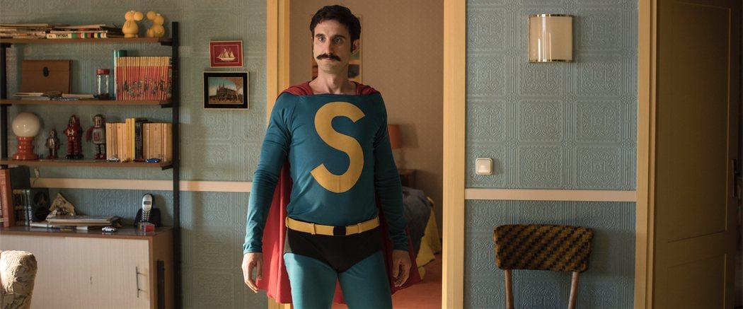 Dani Rovira en el traje de 'Superlópez'