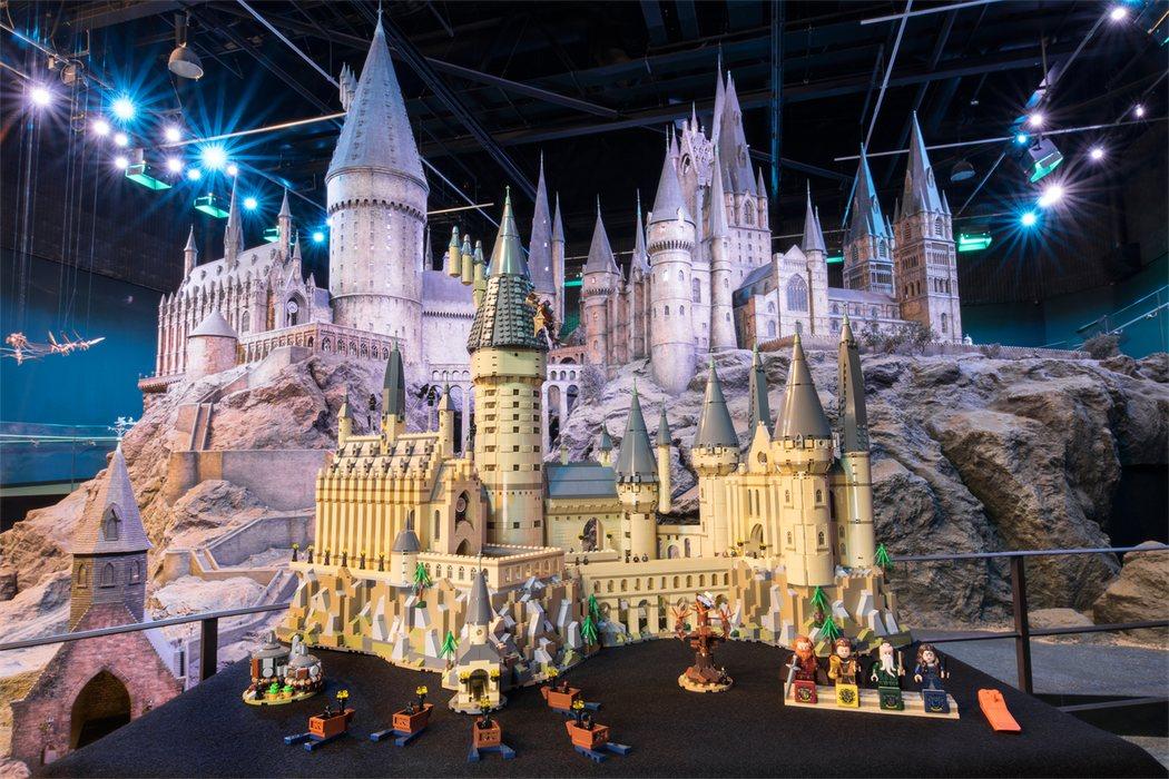 El Hogwarts de LEGO en comparación con la maqueta real