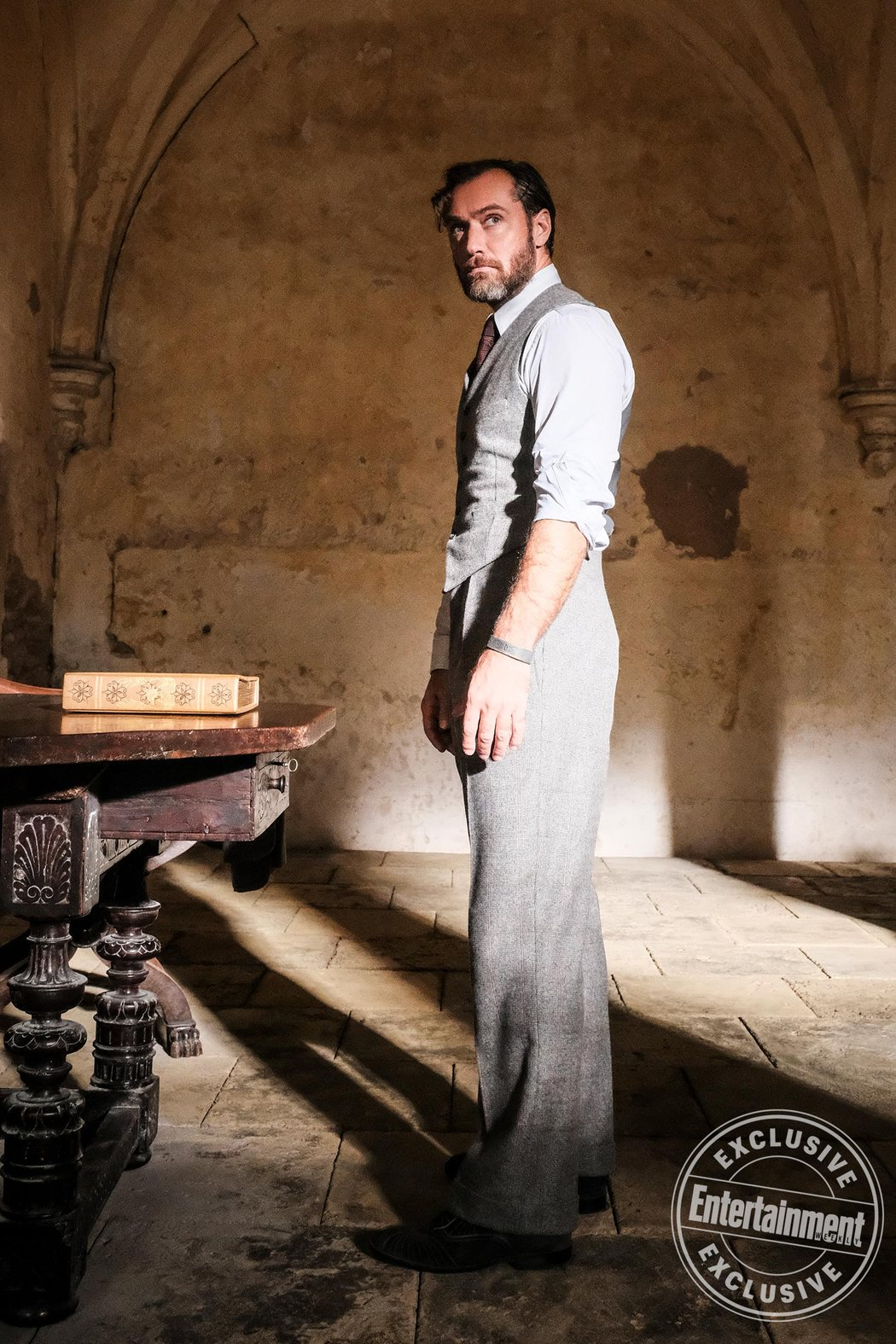 Albus Dumbledore (Jude Law) en Howarts