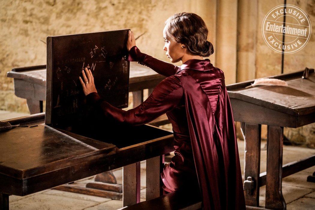 Leta Lestrange (Zoe Kravitz) visita su antiguo escritorio de Howarts