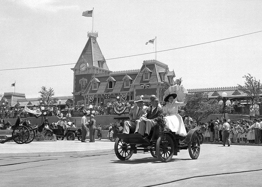 Disneyland abrió sus puertas en 1955