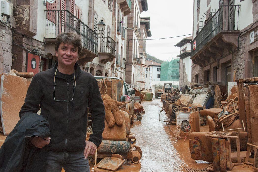 Antón Laguna (Director de arte de la saga) en set