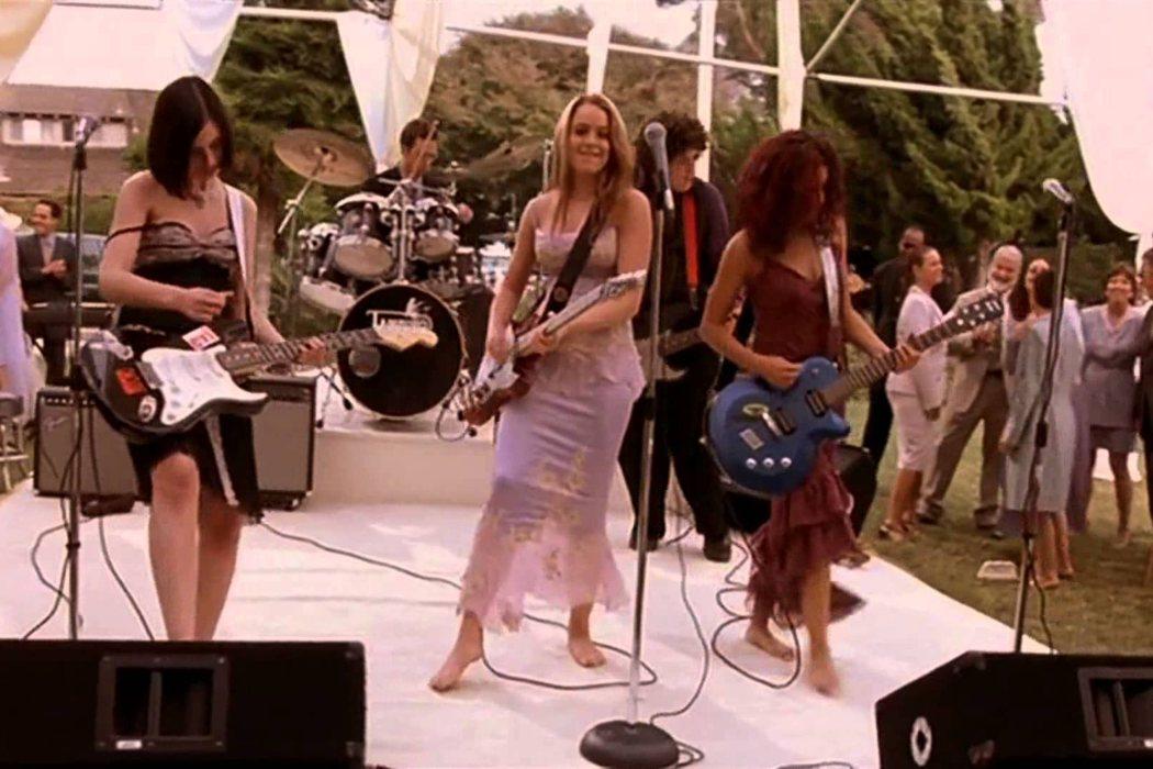 Jamie Lee Curtis y Lindsay Lohan aprendieron a tocar la guitarra eléctrica