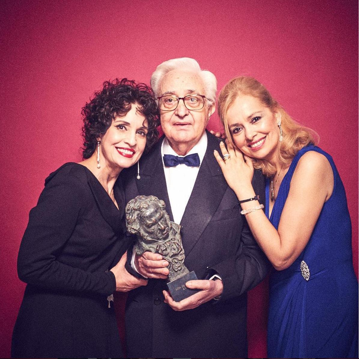 Mariano Ozones acompañado de Emma y Adriana Ozores