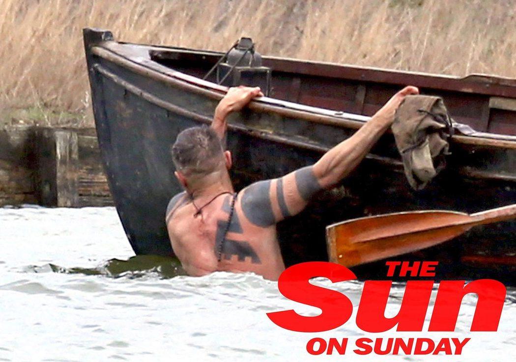Tom Hardy muestra tatuajes