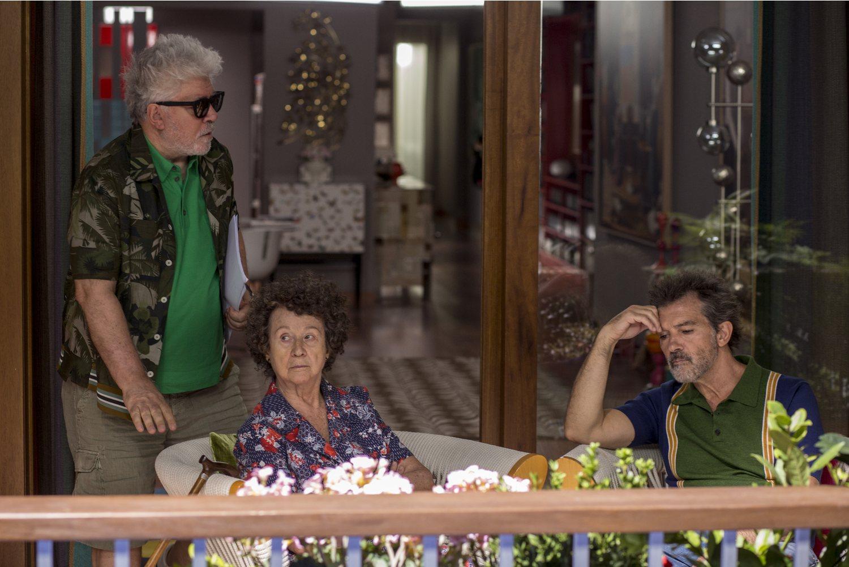 Julieta Serrano, Pedro Almodóvar y Antonio Banderas