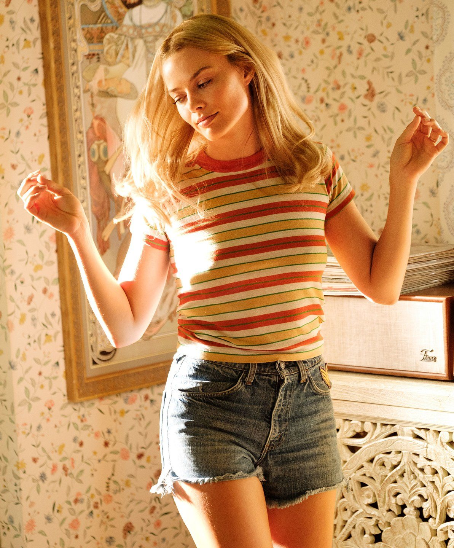 Margot Robbie como Sharon Tate