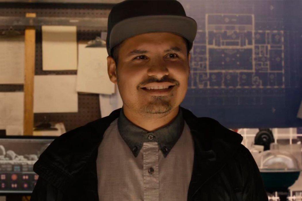 Luis (Michael Peña)