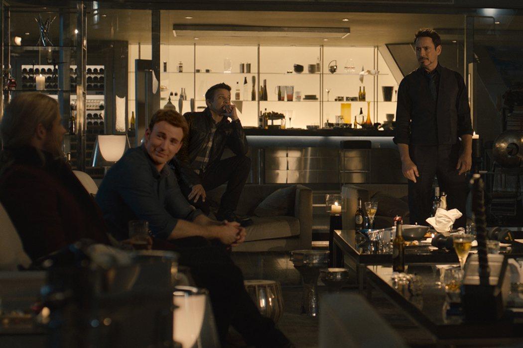Los Vengadores y el Mjolnir