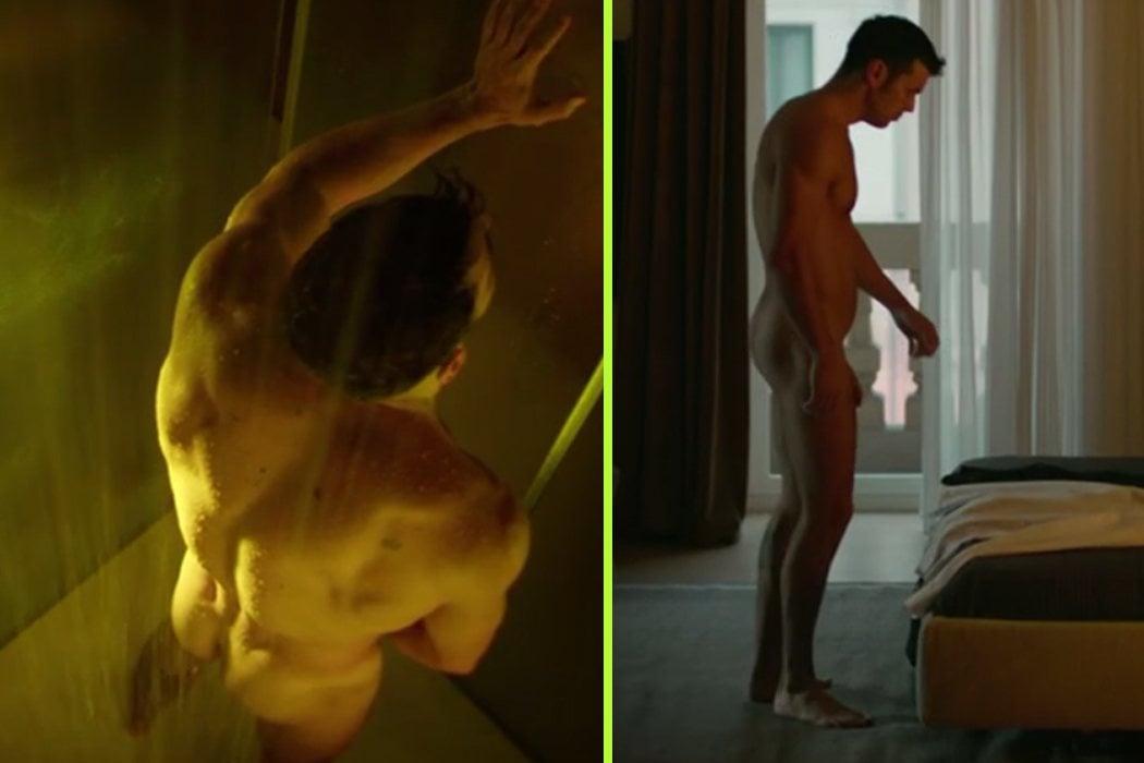 Mario Casas masturbándose en la ducha