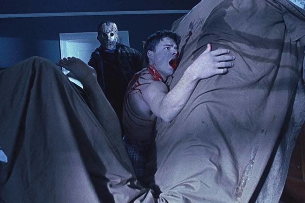 Jason hace la cama
