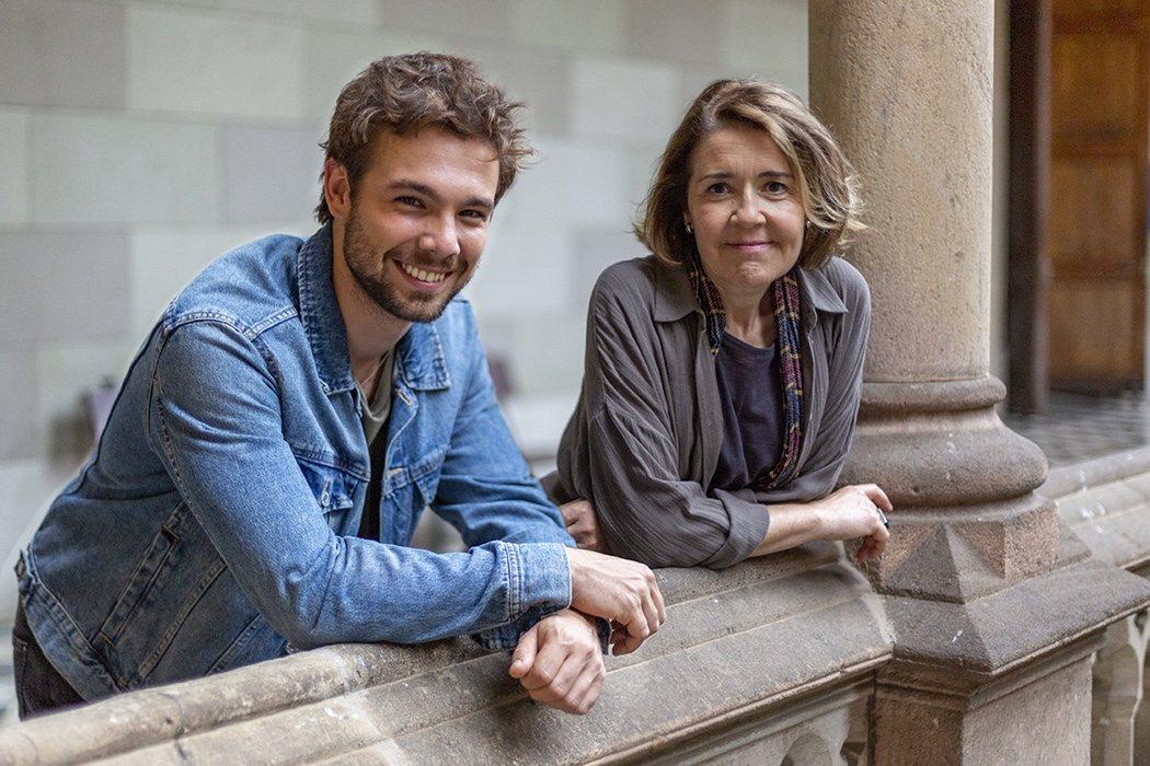 Pol (Carlos Cuevas) con su nueva mentora (María Pujalte)