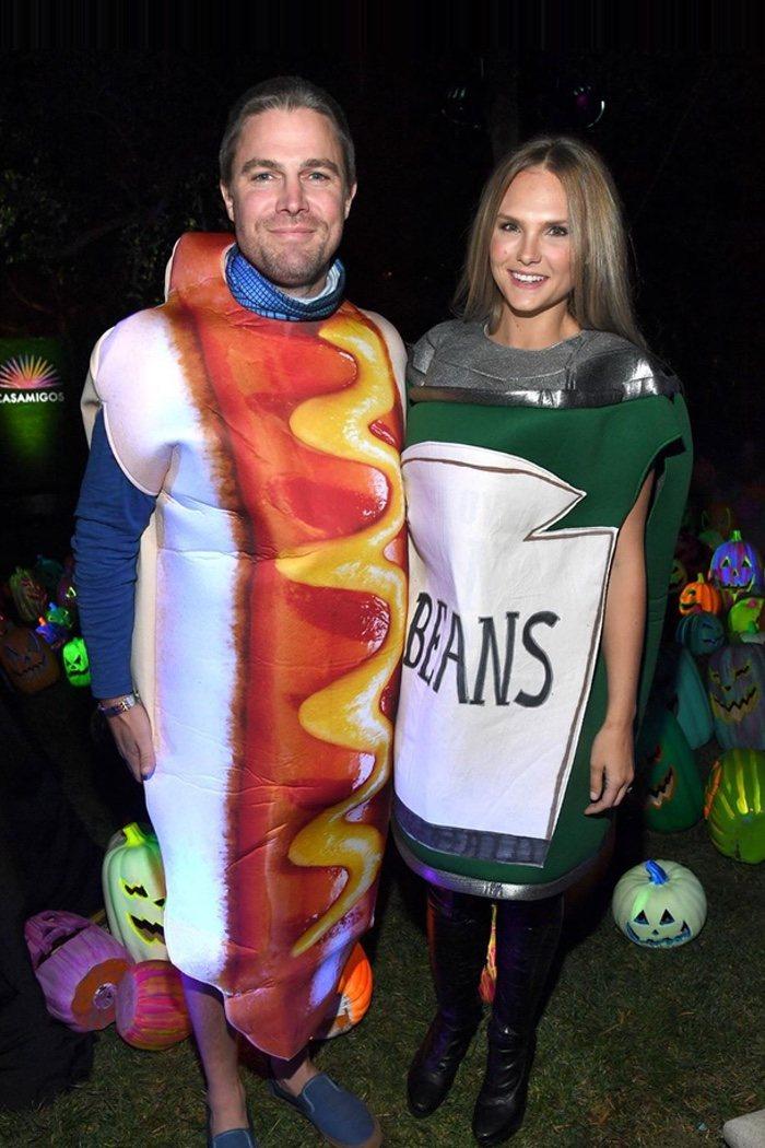 Stephen Amell de perrito caliente y Cassandra Jean, de lata de alubias