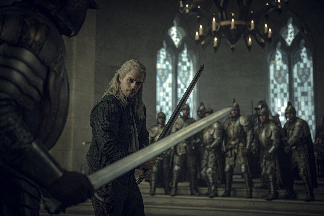 Geralt de Rivia en pleno combate, ¿a espada de plata o de acero?