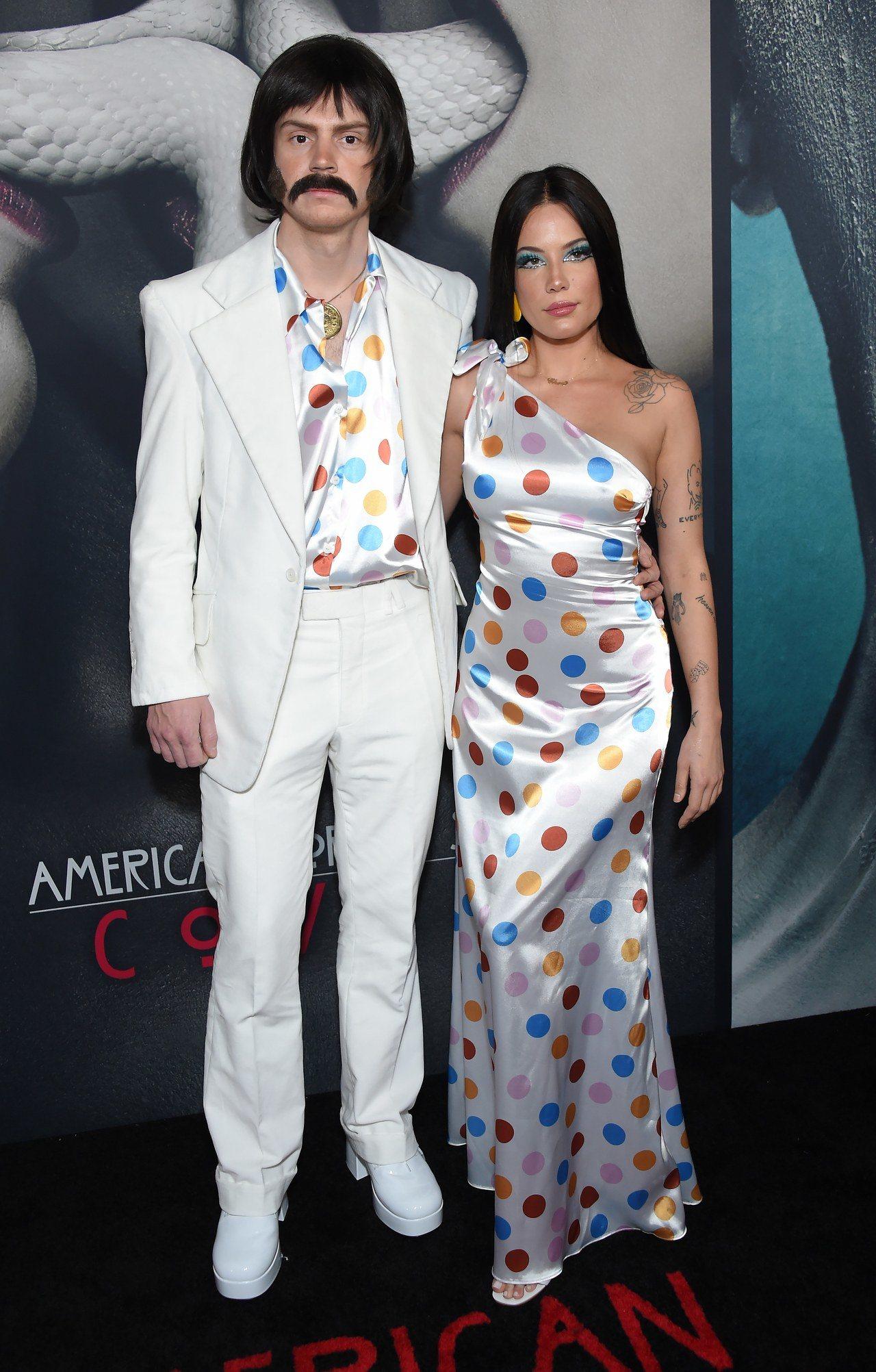 Halsey y Evan Peters de Sonny y Cher