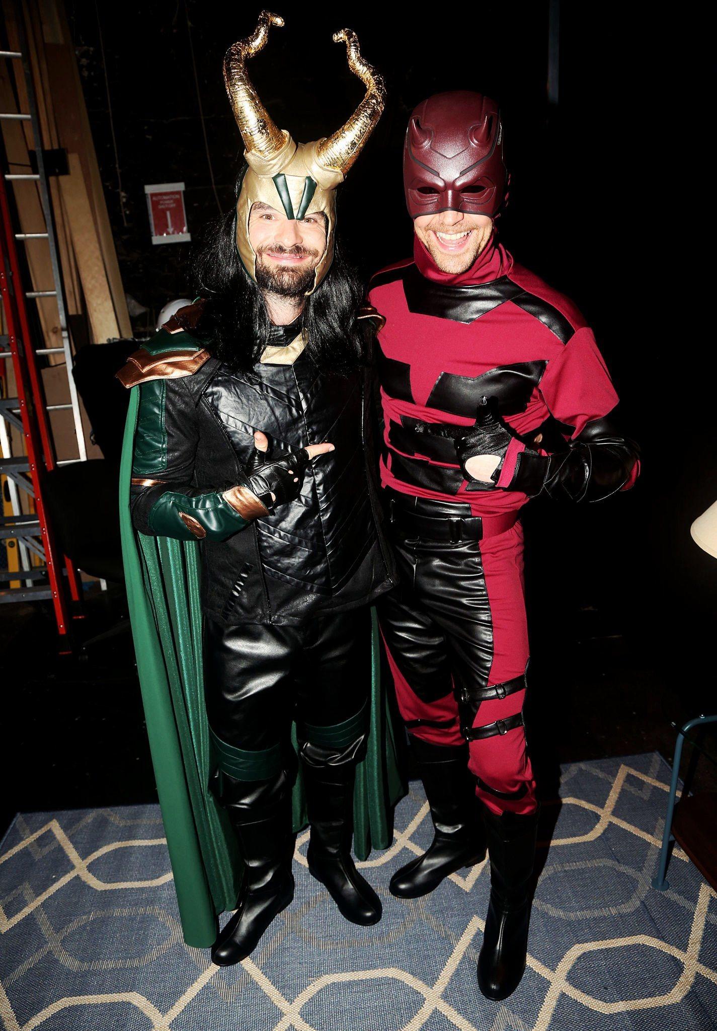 Tom Hiddleston y Charlie Cox de Daredevil y Loki