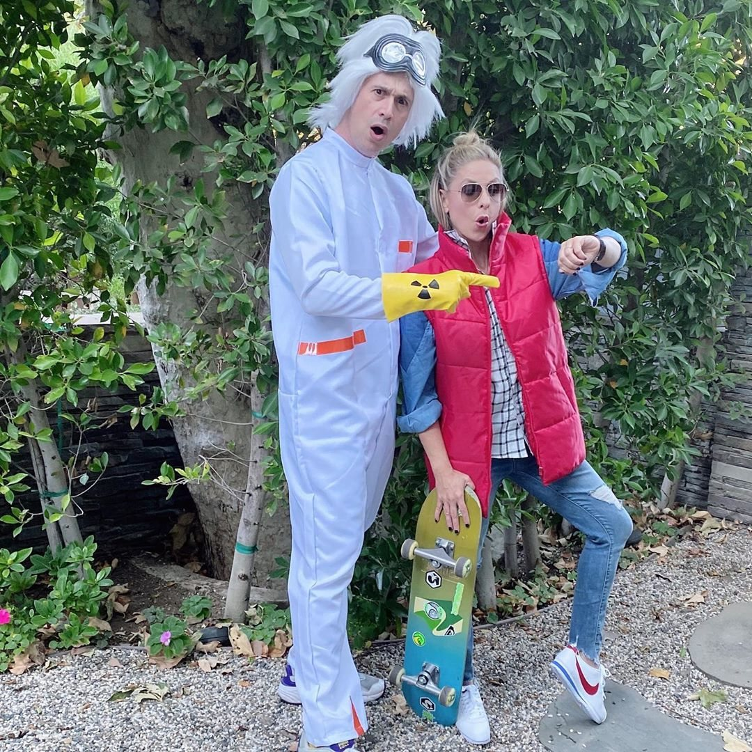 Sarah Michelle Gellar y Freddie Prinze, Jr. de Marty McFly y Doc Brown de 'Regreso al futuro'