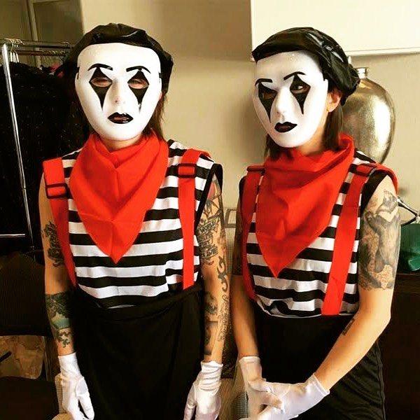 Tegan y Sara de mimos
