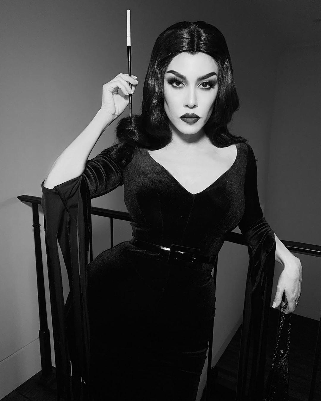 Kourtney Kardashian de Vampira de 'The Vampira Show'