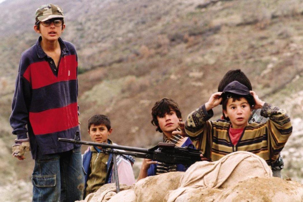 'Las tortugas también vuelan' (2004)