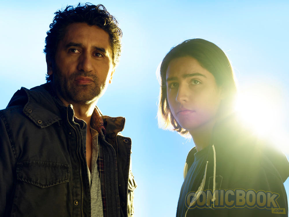 Cliff Curtis y Lorenzo Henrie como Travis y Chris Manawa