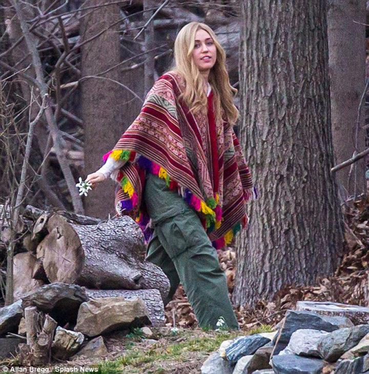 Miley Cyrus luciendo una melena rubia