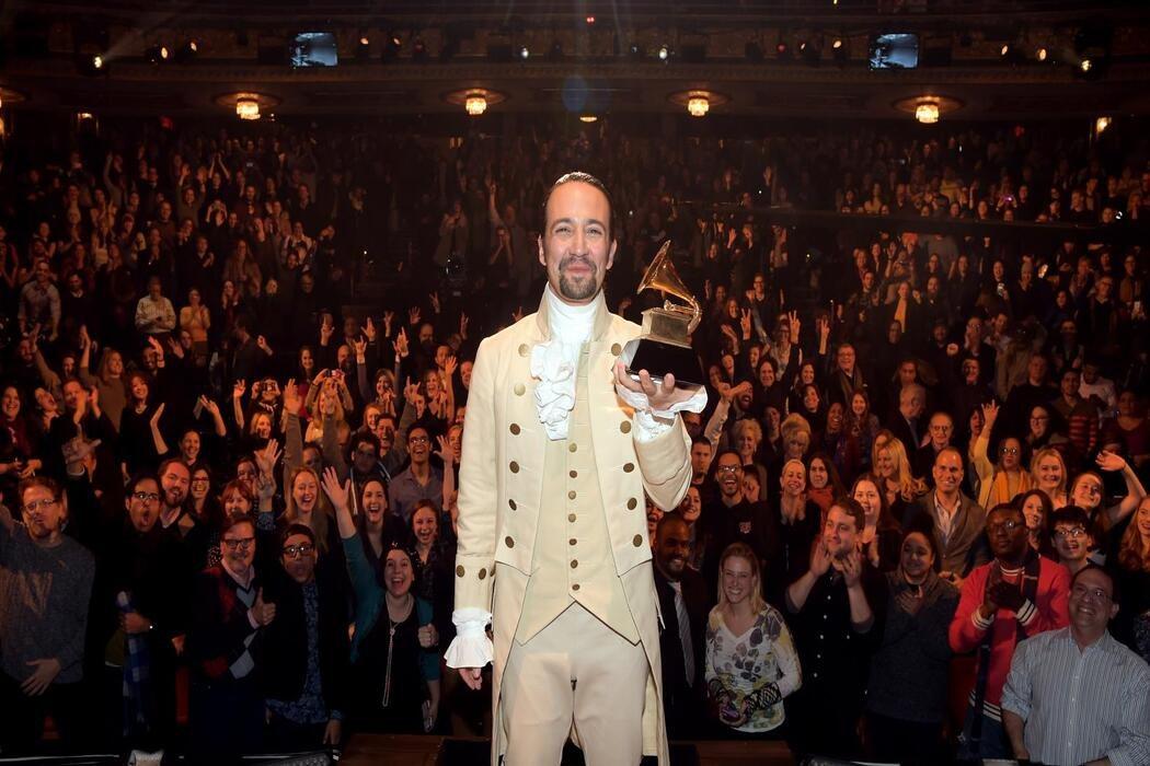 Tiene un trofeo de matemáticas de secundaria junto a uno de sus Grammys