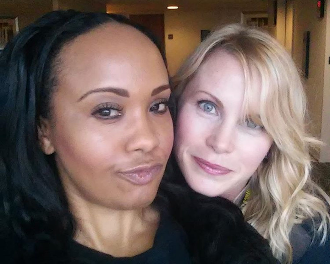Karan Ashley y Catherine Sutherland