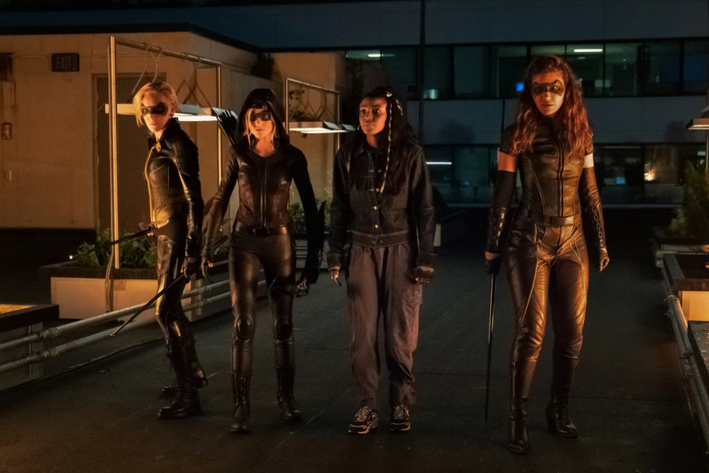 Mia, Dinah y Laurel junto a Biance Bertinelli (Raigan Harris)