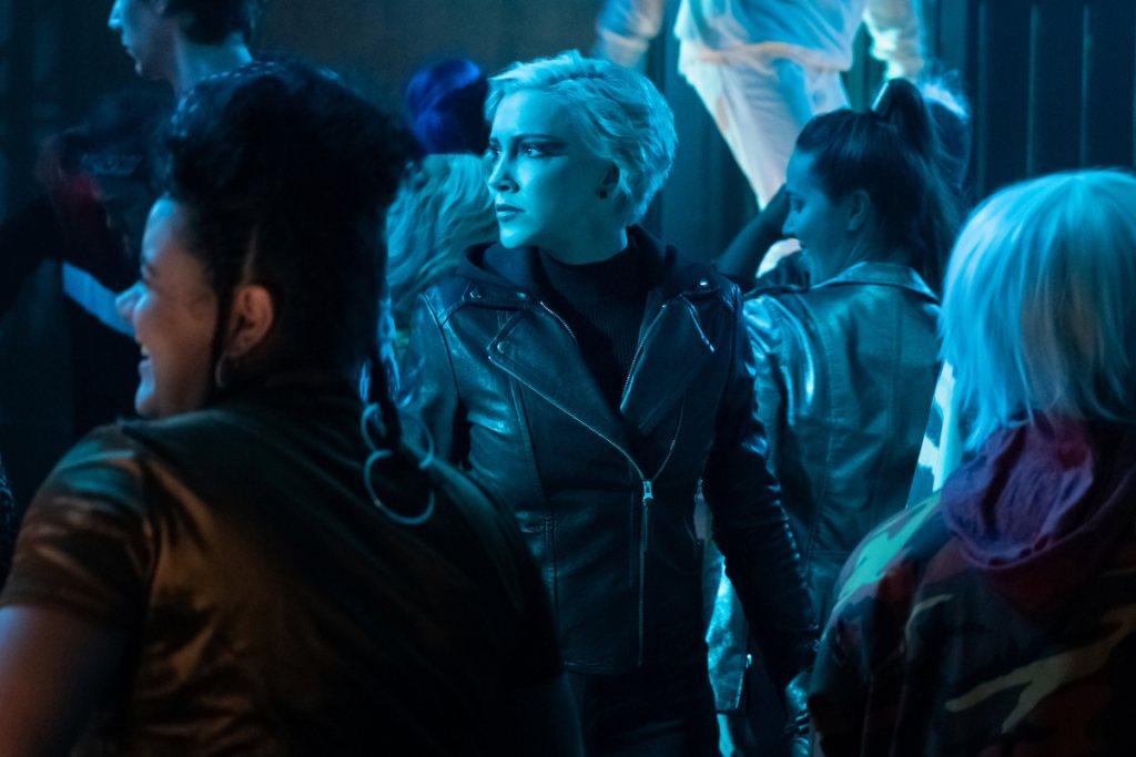 Laurel es también conocida como la superheroína Canario Negro