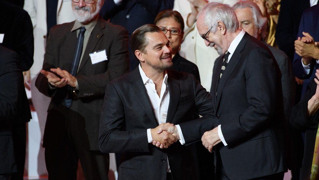Leonardo DiCaprio y Jonathan Pryce